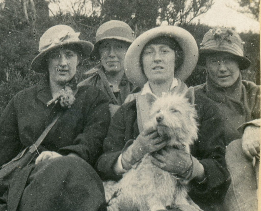 Nell Fielding with Ruth, Dreda and Ben Berryman and Susan the dog, Autumn 1915 or Spring 1916