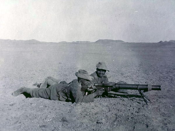 Soldiers of the 1st Btn 39th Garhwal Rifles with Lewis Gun, World War 1