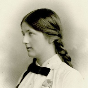 Nell c1915 aged 17