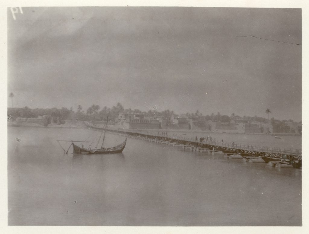 Uncaptioned boat and jetty – with the Garhwal Rifles in Mesopotamia (Iraq) early 1917