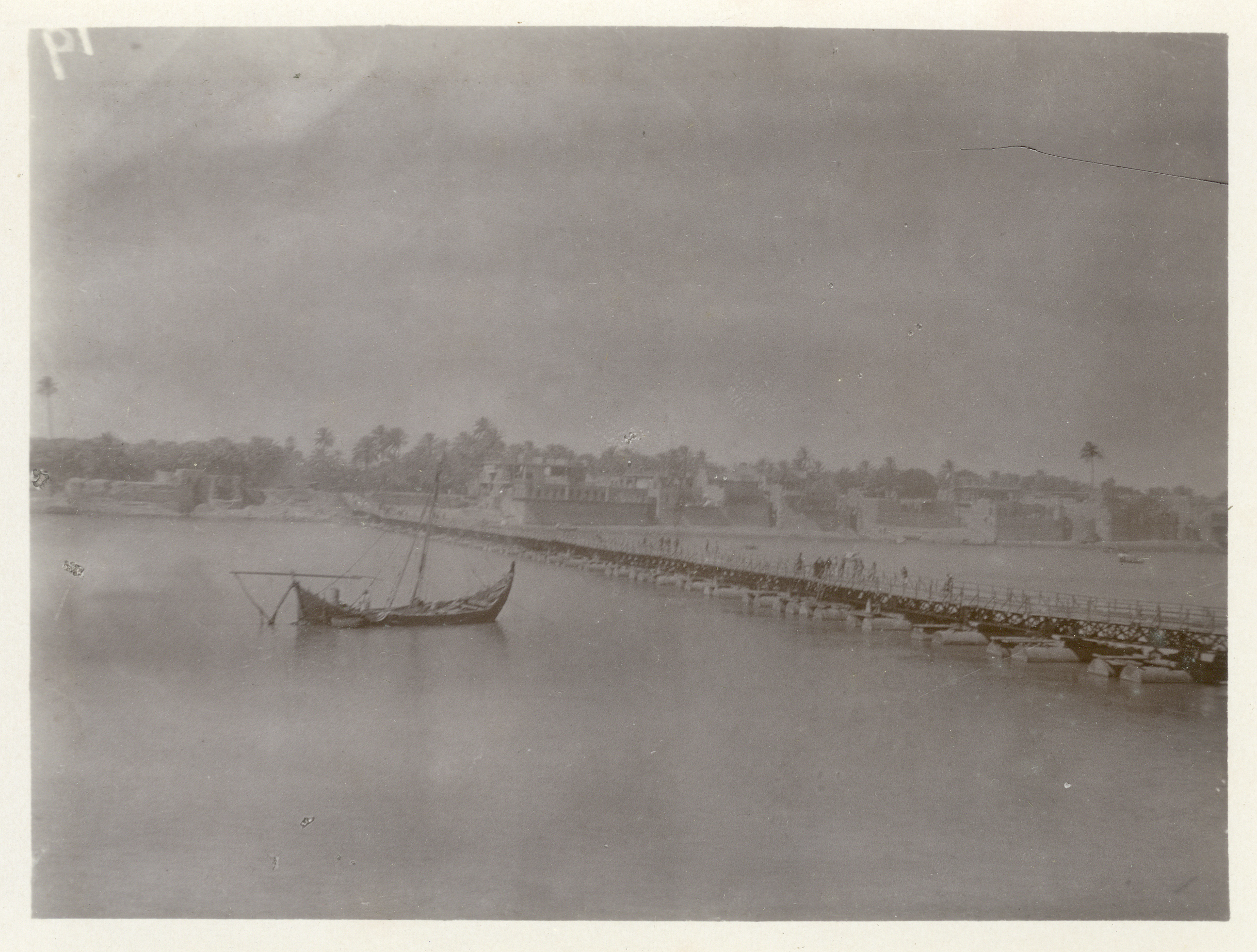 Uncaptioned boat and jetty - with the Garhwal Rifles in Mesopotamia (Iraq) early 1917